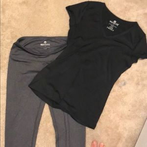 A bundle of yoga legging and V neck by 90 degree